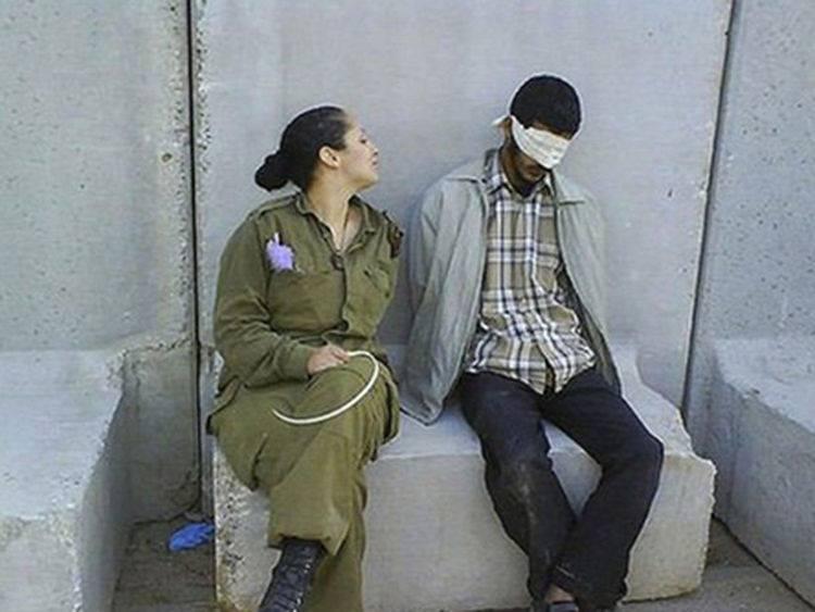 israel_soldado_y_prisioneros_2.jpg
