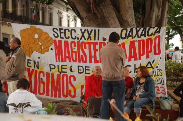 planton_de_maestros_en_el_zocalo-250908_6.jpg